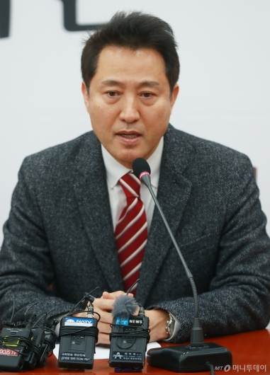 [사진]전당대회 보이콧 철회한 오세훈