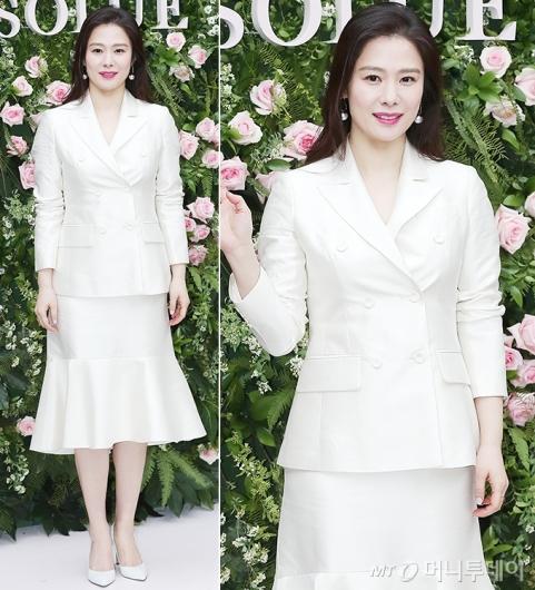 김현주, 화사한 화이트 슈트…뽀얀 피부
