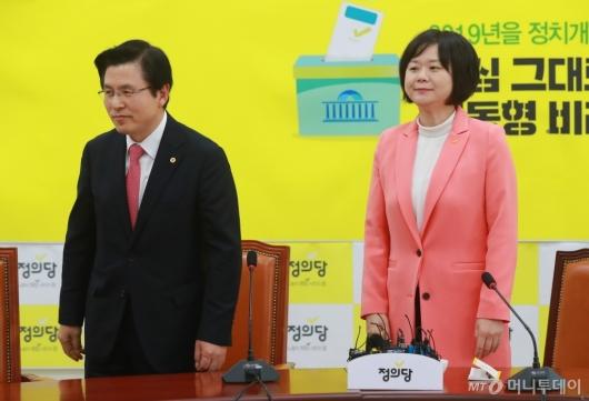 [사진]황교안, 이정미 예방...김경수 판결문 입장 질의에 '갑분싸'