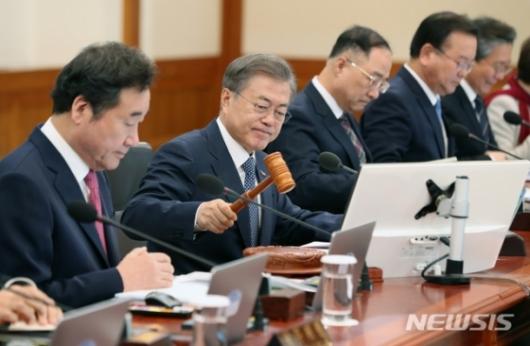 삼성에 다시 힘 실어준 文…탄력받는 '비메모리 반도체'