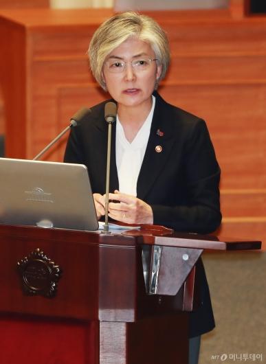 [사진]대정부질문 답변하는 강경화 외교장관