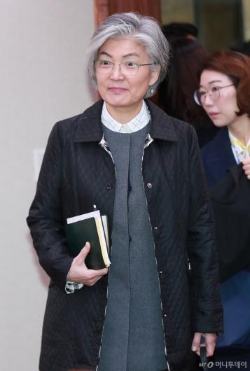 [사진]남북경협특위 출석하는 강경화 장관