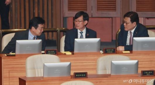 [사진]대화하는 홍종학-김상조-최종구