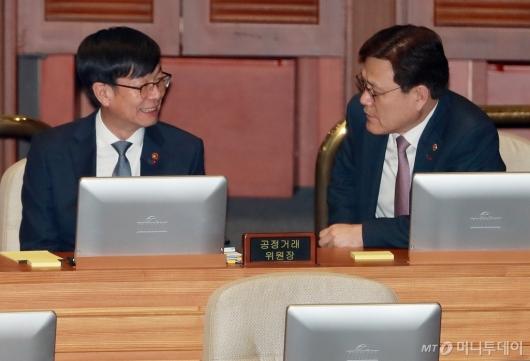 [사진]대화하는 김상조-최종구 위원장