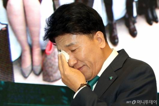 [사진]이임사 마친 함영주 전임 행장