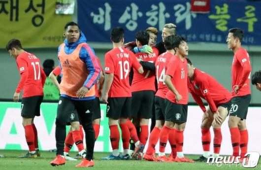한국, 콜롬비아에 2대1 승리<br>''손흥민+이재성 골'