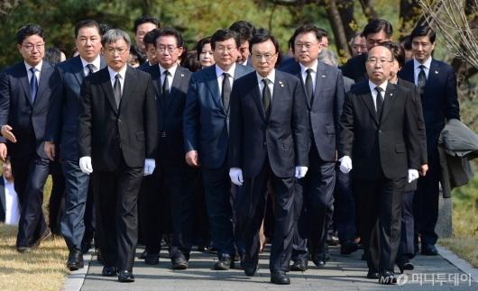 [사진]'임시정부수립 100주년' 현충원 찾은 민주당