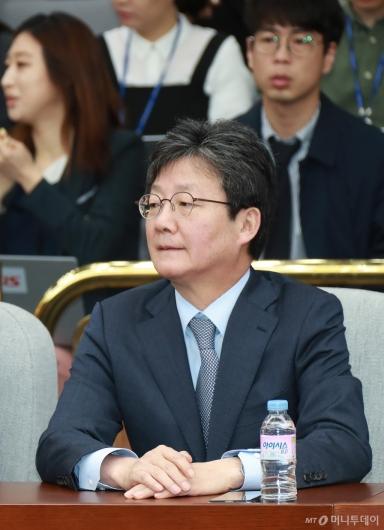 [사진]의총 참석한 유승민 의원