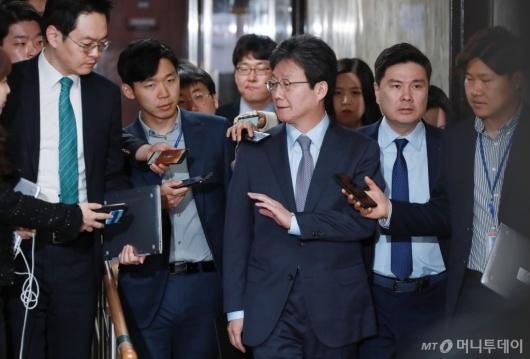[사진]의총 참석하는 유승민-지상욱 의원
