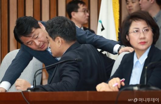 [사진]대화하는 김관영-오신환