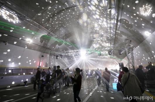 [사진]서리풀터널 체험 행사 즐기는 시민들