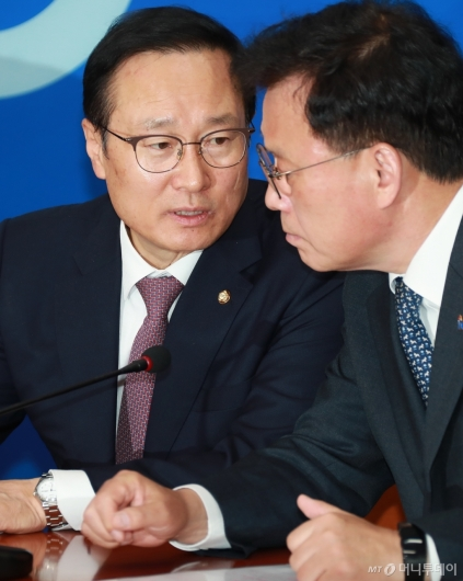 [사진]대화하는 홍영표-박광온
