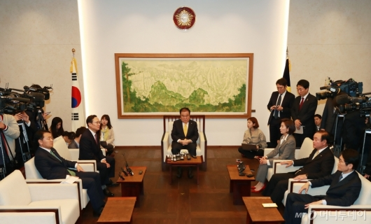 [사진]국회의장-원내대표 정례회동 '국회 정상화 논의'