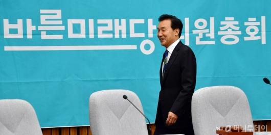 [사진]의총 참석한 손학규 바른미래당 대표