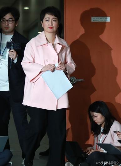 [사진]탈당 기자회견 나선 이언주