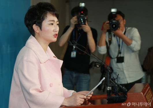 [사진]이언주, 바른미래당 탈당 기자회견