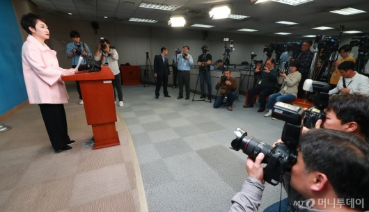 [사진]이언주 탈당 기자회견
