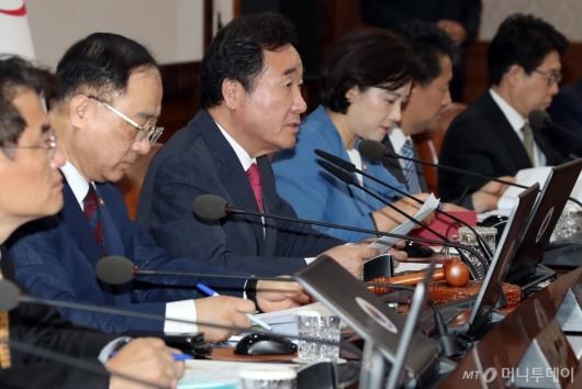 [사진]이낙연 총리, 국무회의 모두발언