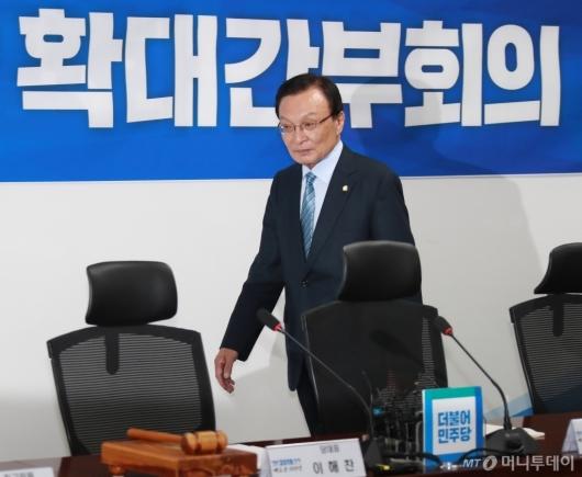 [사진]확대간부회의 참석하는 이해찬 대표