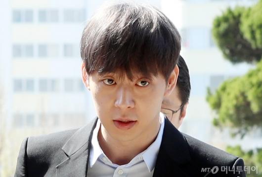 박유천 '악어의 눈물'에 팬들은 분노 넘어 패닉