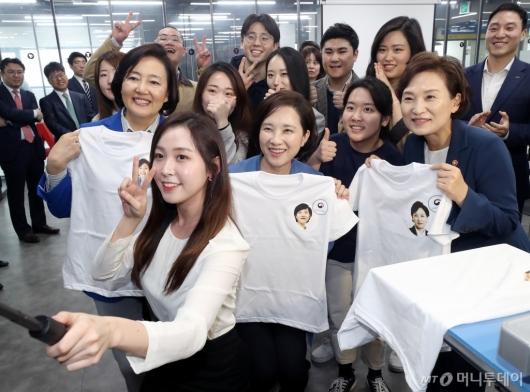 [사진]유은혜-김현미-박영선 장관, 용산전자 상상가 방문