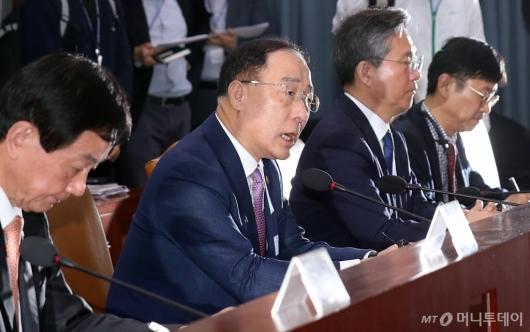 [사진]홍남기 부총리, GDP 역성장에 긴급관계장관회의 주재