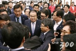 한국당 보좌진까지 총동원<br>'전투대열 정비', 국회 대충돌 임박