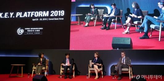 [사진]'미래기술과 규제' 토론하는 참석자들