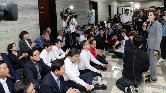 [사진]자유한국당, '의안과 앞 점거'