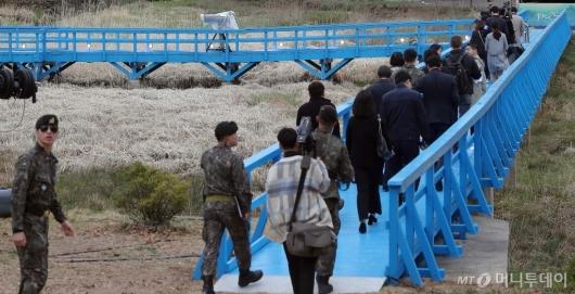 [사진]'남북정상이 걸었던 판문점 도보다리'