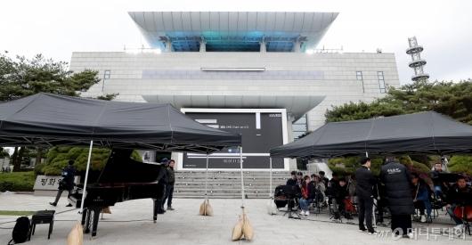 [사진]1주년 리허설 진행되는 판문점 평화의 집