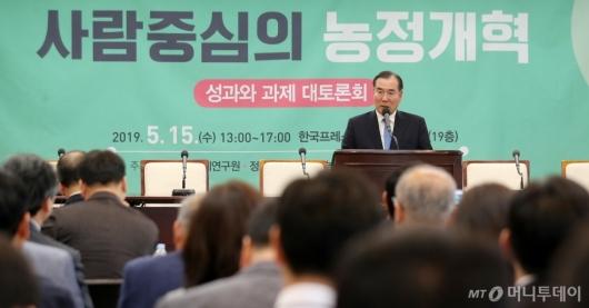 [사진]농정개혁 토론회 축사하는 이개호 장관