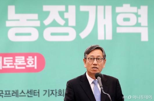 [사진]환영사 전하는 박진도 위원장