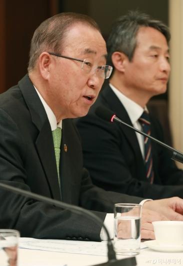 [사진]미세먼지 포럼 초청된 반기문 위원장