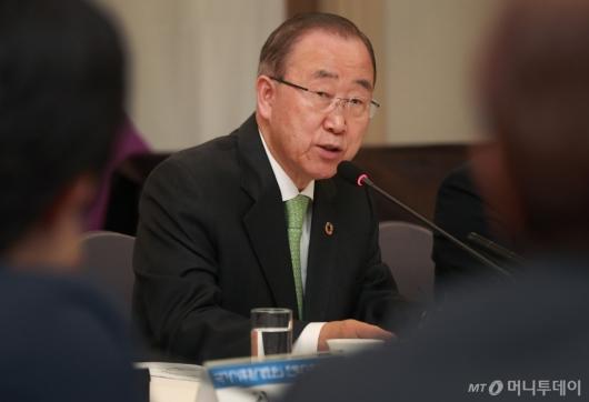 [사진]기조연설하는 반기문 기후환경위원장