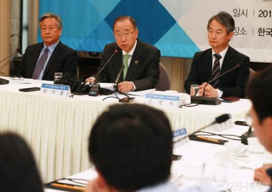 [사진]기조연설하는 반기문 국가기후환경위원장