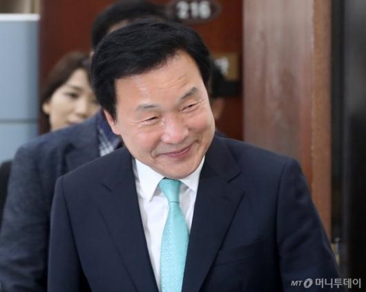 [사진]손학규, '미소'