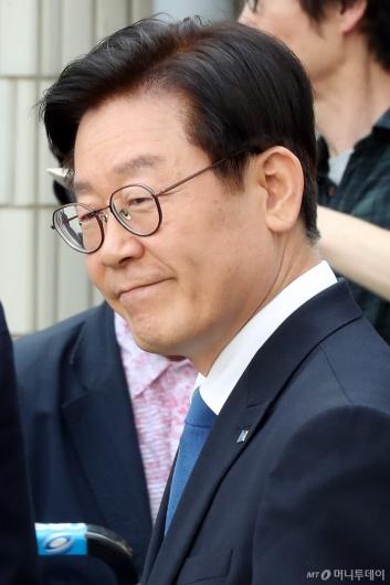 [사진]미소 짓는 이재명 경기지사