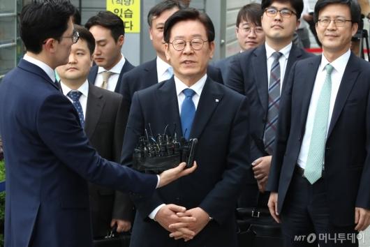 [사진]답변하는 이재명 경기지사