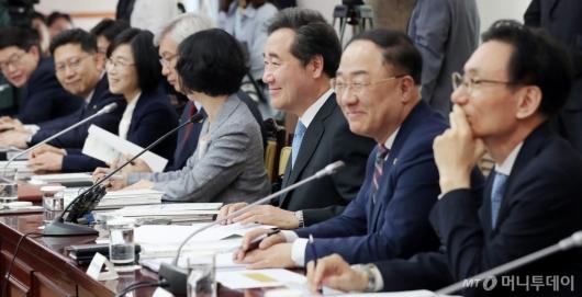 [사진]미소짓는 이낙연 총리-홍남기 부총리