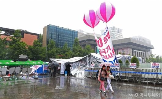 [사진]장기화 되고 있는 서울시-애국당 천막 갈등