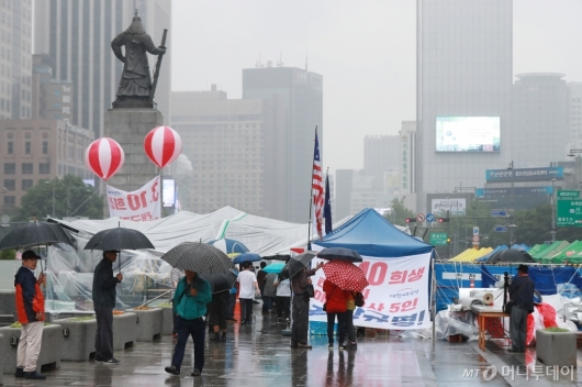 [사진]서울시-애국당 광화문 천막 갈등 장기화...시민만 불편
