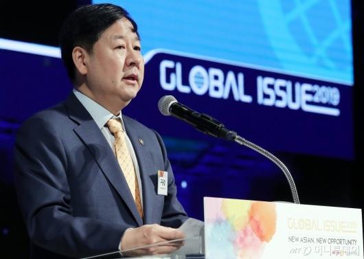 [사진]'글로벌 이슈2019' 참석한 구윤철 차관
