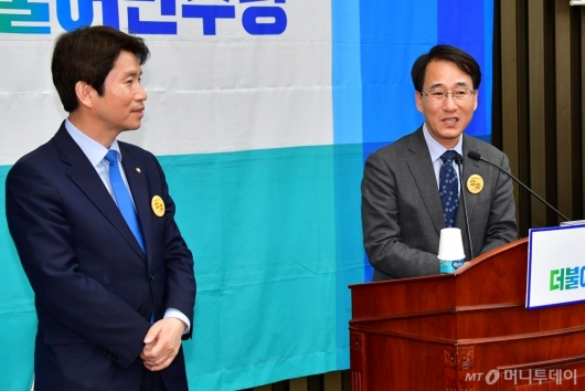 [사진]인사말하는 이원욱 원내수석부대표