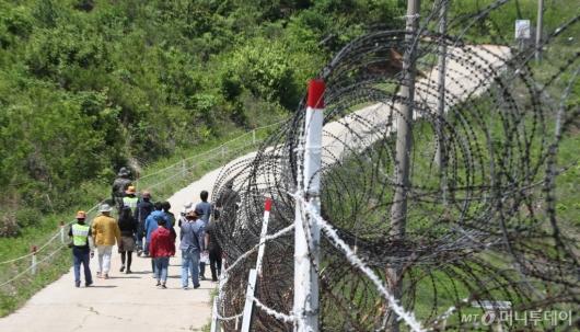 [사진]철책선 따라 걷는 DMZ 평화둘레길 투어단