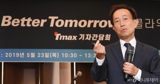 [사진]박대연 티맥스 회장, 서비스형 소프트웨어 3종 출시 발표