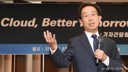 [사진]클라우드 서비스 출시 발표하는 박대연 티맥스 회장