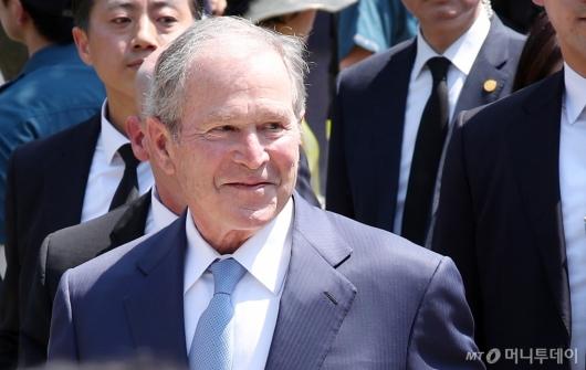 [사진]미소 보이는 조지 부시