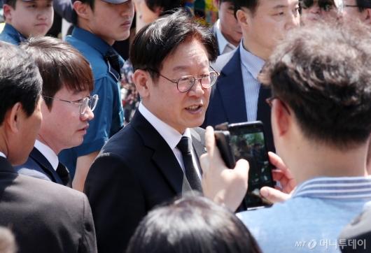 [사진]이재명, 故노무현 전 대통령 추도식 참석