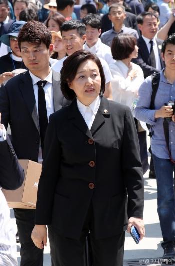 [사진]故노무현 대통령 10주기 추도식 참석한 박영선